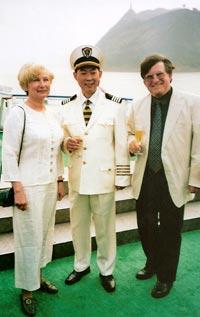 """Auf dem Jangtse-Fluß: Empfang durch den Kapitän der MS """"Princess Elaine"""" am 17. April 2007."""